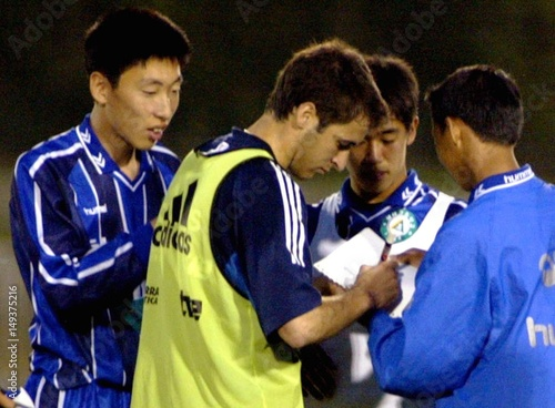 SPAIN'S STAR RAUL SIGNS AUTHOGRAPHS FOR YOUNG SOUTH KOREAN
