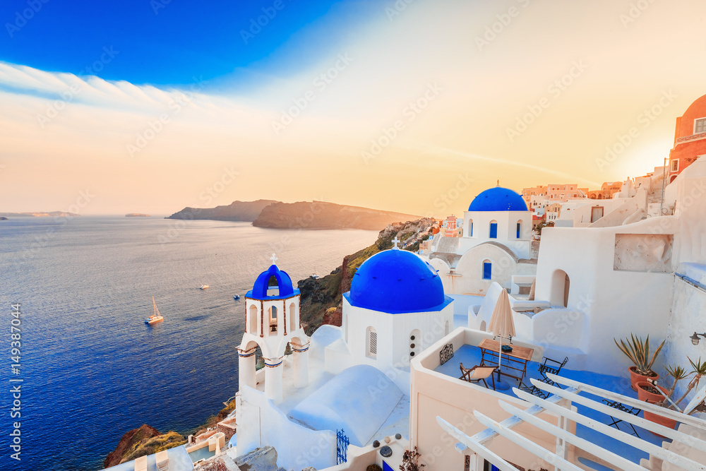 Fototapety, obrazy: Beautiful Santorini sunset scenery, traditional white architecture, Santorini island, Oia village, Greece, Europe. Santorini is famous and popular summer vacation romantic resort.
