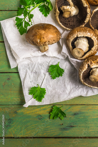 Fototapety, obrazy: Fresh uncooked brown mushrooms