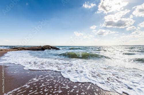 ocean-atlantycki-w-blasku-slonca-w-lighthouse-point-park-w-new-haven-connecticut