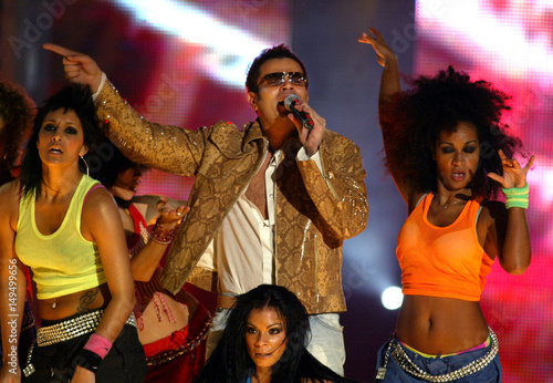 EGYPTIAN SINGER AMR DIAB PERFORMS PRIOR TO RECEIVING HIS WORLD'SBEST
