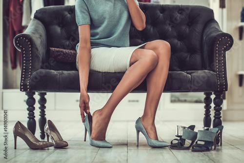 Fotobehang Snelle auto s Afro American girl doing shopping
