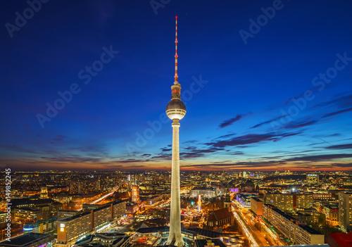 widok-z-lotu-ptaka-na-alexanderplatz-podczas-zachodu-slonca-berlin-niemcy
