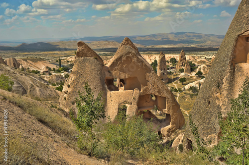 Fényképezés homes in the fairy chimney rock formations in Cappadocia, Turkey.