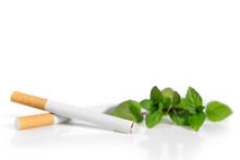 Mentholzigaretten Und Pfefferminze Vor Weiß, Verbot Von Menthol Zigaretten