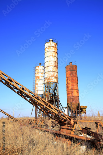 Staande foto Industrial geb. Concrete mixing tower. Concept of on-site construction facility