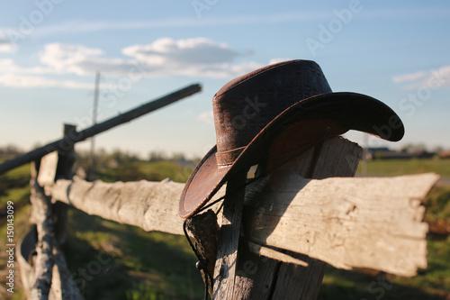 Fotografía cowboy hat fence