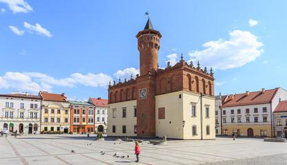 Rynek Starego Miasta w Tarnowie. Na środku placu renesansowy ratusz z 1598 roku.
