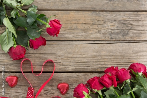 Keuken foto achterwand Roses Bunch of red roses on wooden background