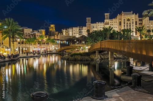 Photo  Luxury five-star hotel in night illumination