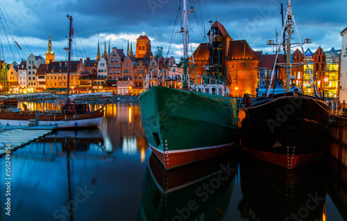Fototapety, obrazy: Harbour in the historical center of Gdansk in the evening
