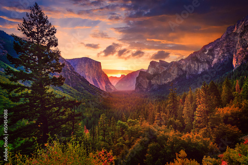yosemite-tunnel-view-at-sunris