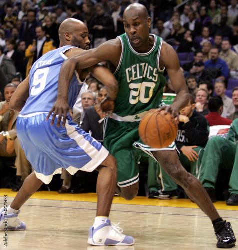 new arrivals f325d 815db Boston Celtics Gary Payton drives past Los Angeles Lakers ...