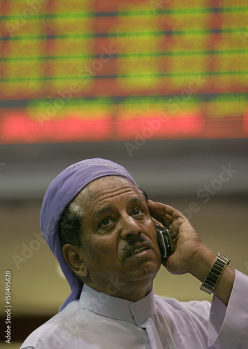 Iinvestor watches the sharp decline of stocks at the Dubai finacial