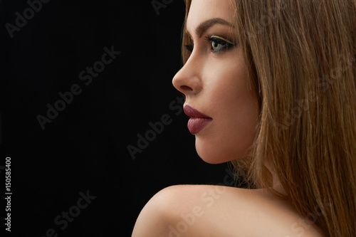 Photo Close up profile shot of a gorgeous sexy young female model with perfect sensual lips and blue eyes copyspace on the side perfection beauty skin face lip augmentation femininity glamorous elegance