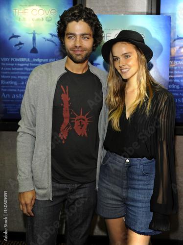 Isabel lucas dating adrian grenier