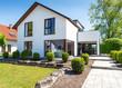 Leinwanddruck Bild - Haus für die Familie, weisses Eigenheim