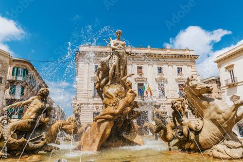 Photo Famous Artemis (Diana) Fountain, Syrakuse, Sicily