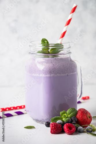 Foto op Aluminium Milkshake Berry milkshake on white.
