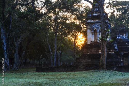 Papiers peints Jardin Wat Chedi Chet Thaeo and sunrise