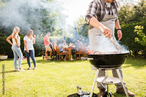 Photo sur Toile Grill, Barbecue Grillparty im Garten