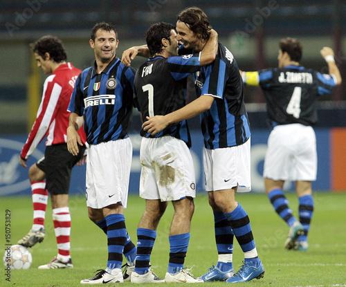 online retailer 81df7 f8078 Inter Milan's Ibrahimovic celebrates with his team mate Figo ...