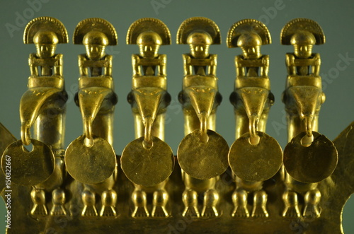 Photo Gold artifacts on display in the Museo del Oro (Gold Museum) in Bogota, Colombia