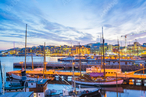 Photo Oslo city, Oslo port with boats and yachts at twilight in Norway