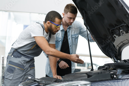 Spoed Foto op Canvas Zeilen Professional mechanic and his customer at the garage