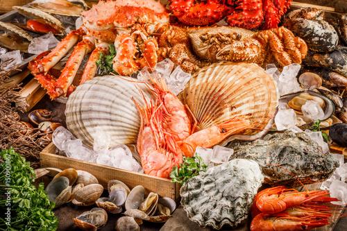 Cuadros en Lienzo  Seafood cuisine plate as an ocean gourmet dinner background