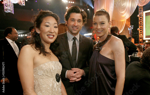 Cast Members Sandra Oh Patrick Dempsey And Ellen Pompeo Pose In Los