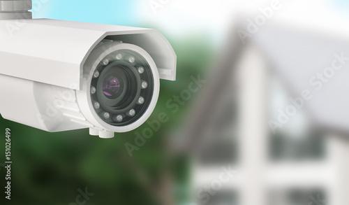 Photo Telecamera da videosorveglianza con casa sullo sfondo, allarme