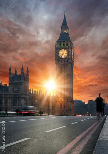 Foto op Canvas Londen Dramatischer Sonnenuntergang hinter dem Big Ben in London, Großbritannien