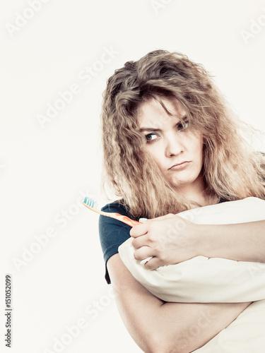 Photo Goofy woman having morning bad mood
