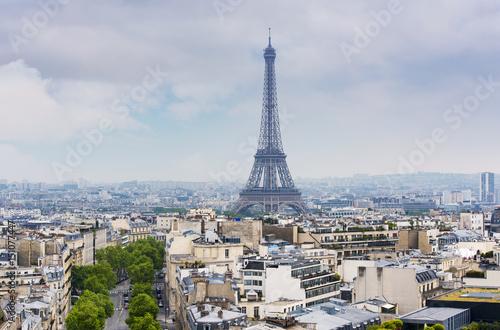 Papiers peints Paris Eiffel Tower over Paris during spring Evening in France