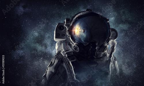 astronauta-w-kosmosie-mieszan