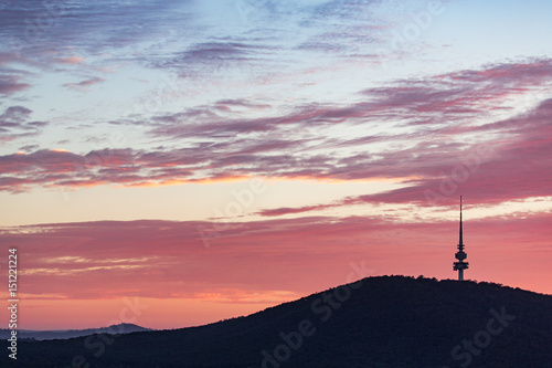 Foto  The Black Mountain And Telstra Tower Silhouettes At Dawn