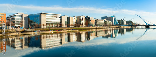 Canvas Print Modern buildings and offices on Liffey river in Dublin, panoramic image