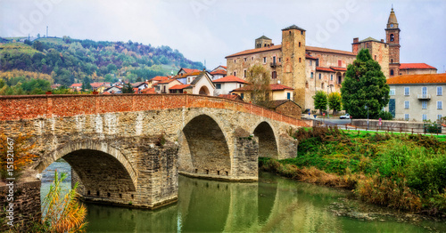 Photo impressive medieval Bormida monastery and castle in regione Asti in Piemonte, It