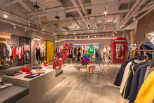 Indoor Shopping, Fashion Women...