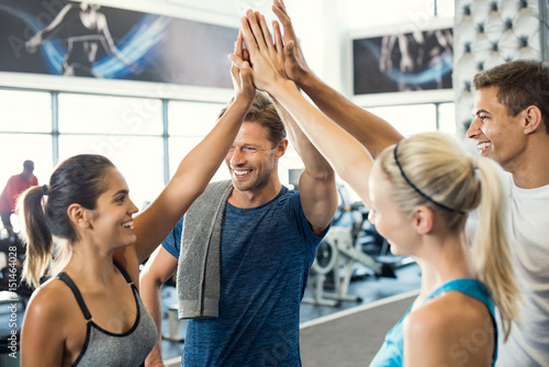 Poster Fitness High five at gym
