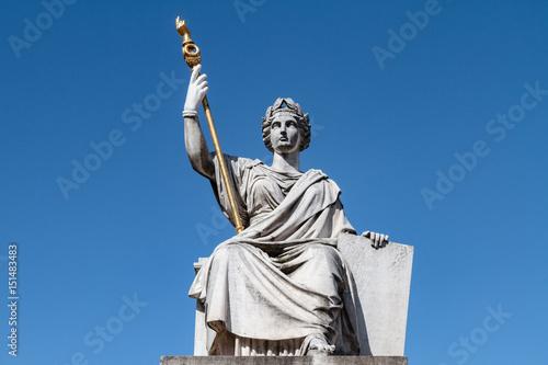 Papiers peints Commemoratif Paris - Statue de la loi Assemblée Nationale