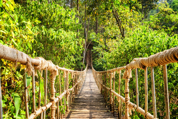 Fototapeta Do pokoju Beautiful footbridge made from rope and bamboo