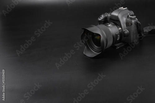 Fotografía GOMEL, BELARUS - May 12, 2017: Canon 6d camera with lens on a black background