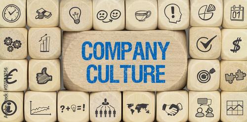 Fotografiet  Company Culture / Würfel mit Symbole