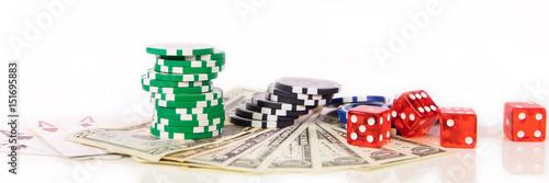 фотография  Spielkarten, Würfel und Jetons mit Dollar Banknoten, Glücksspiel und Casino