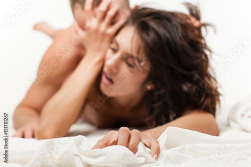 Plakat Pojęcie pasji. Zmysłowa kobieta ma orgazm