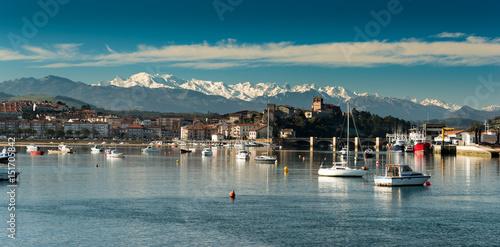 Cuadros en Lienzo Port of San Vicente de la Barquera.Santander.Cantabria.Spain.