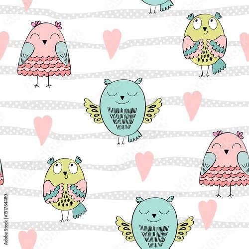 urokliwe-tlo-w-pastelowe-paski-i-serduszka-z-kolorowymi-ptaszkami