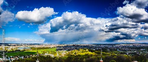 Fototapeta Panorama miasta Krakowa z Kopca Kościuszki. Deszcz nad Krakowem. obraz